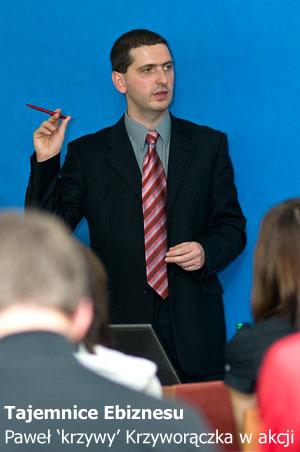 Paweł Krzyworączka w trakcie szkolenia z e-biznesu