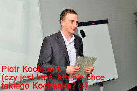 Piotr Kochanek się uśmiecha