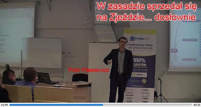 Piotr Pilasiewicz prezentuje