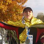 Paweł Krzyworączka szczęśliwy na mecie biegu